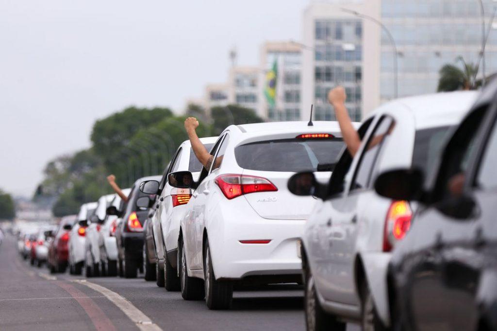 Motoristas da Uber fazem primeira greve mundial do setor de Economia Criativa