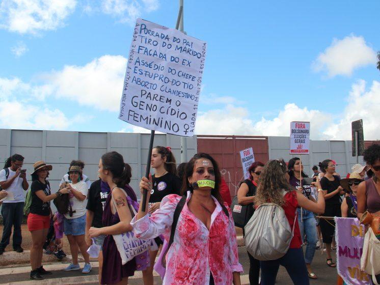 Mulheres protestam contra o feminicídio no #8M