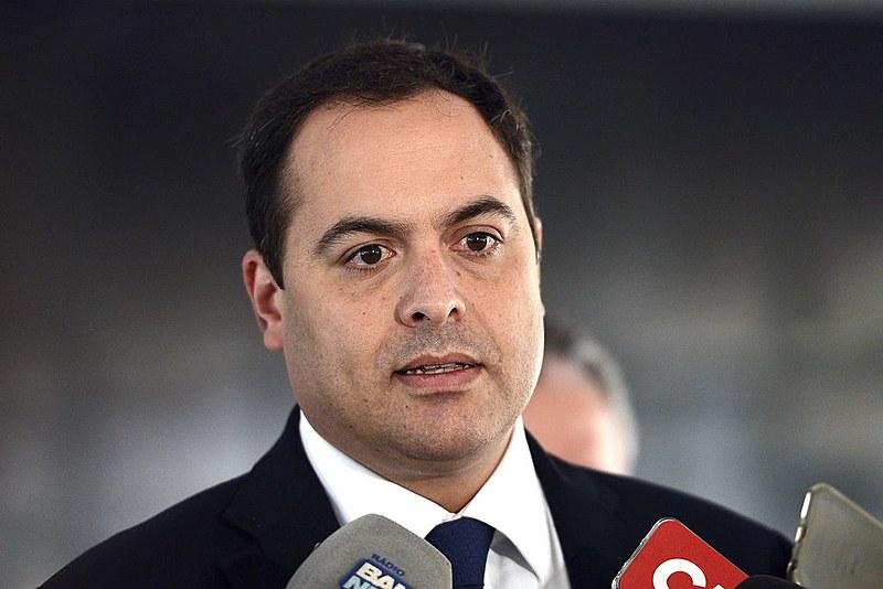 Paulo Câmara  e o secretário estadual de Saúde, André Longo, acompanharam o início da distribuição das seringas utilizadas na vacinação