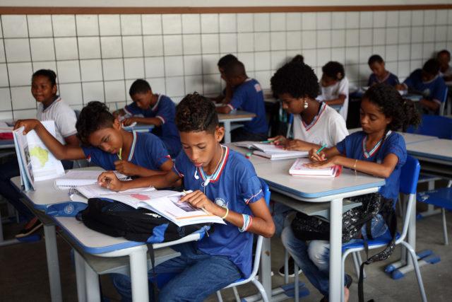Estudo reforça que desigualdade afeta mais meninos negros