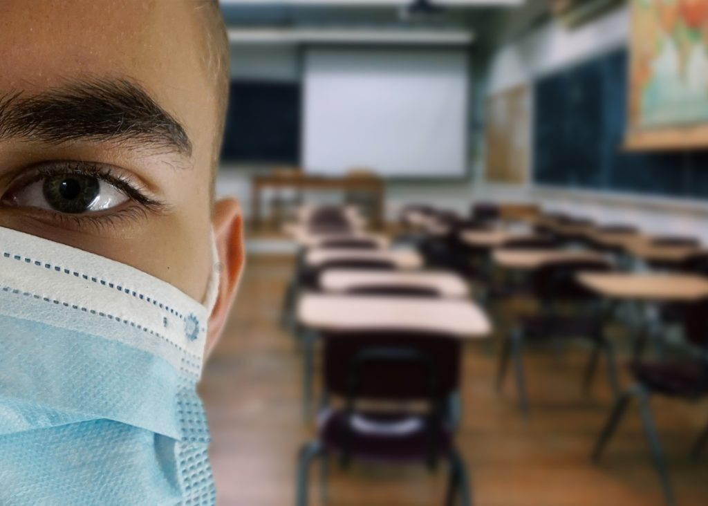 OMS alerta que reabertura das escolas pode agravar pandemia da Covid-19