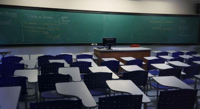 8,7 milhões de estudantes não tiveram nenhuma atividade escolar em julho, diz IBGE