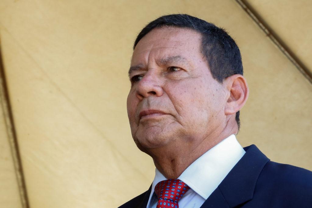 O vice-presidente Hamilton Mourão ainda repetiu tese por três vezes e disse que racismo é 'coisa que querem importar para o Brasil'