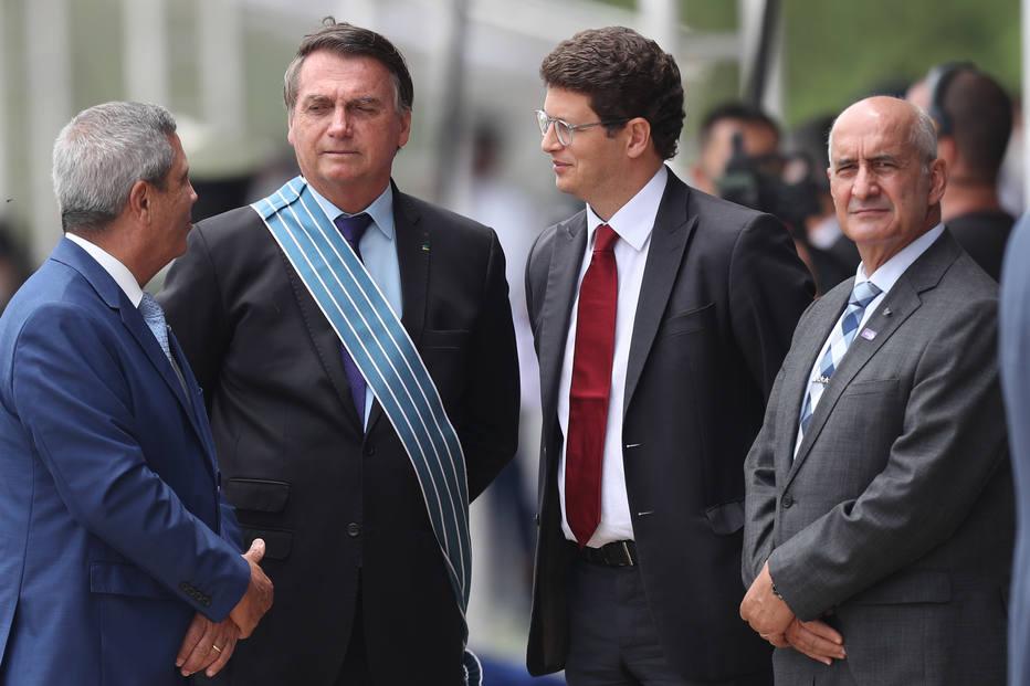 Após  Salles atacar Ramos, chamando-o de #mariafofoca, o presidente Jair Bolsonaro entrou em campo para colocar panos quentes na situação