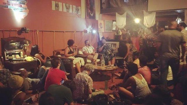 Quilombos urbanos surgem como polos culturais na disputa por um novo Brasil... - Veja mais em https://www.uol.com.br/ecoa/ultimas-noticias/2020/10/15/quilombos-urbanos-surgem-como-polos-culturais-na-disputa-por-um-novo-brasil.htm?cmpid=copiaecola