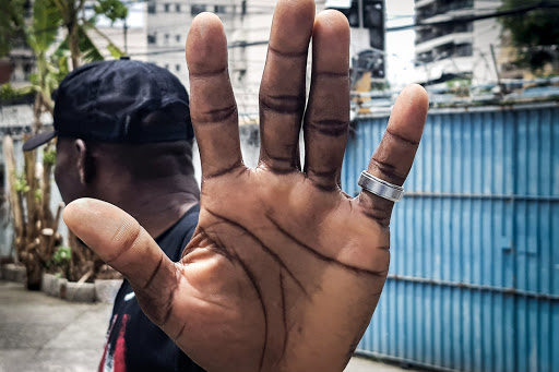 Negros falam de episódios de racismo que afetou suas vidas e fez com que se sentissem inseguros e minoria no Brasil.