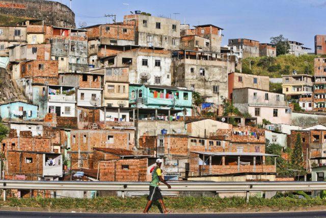 Levantamento do IBGE, divulgado no Dia da Consciência Negra, mostra desigualdade no acesso a moradia de qualidade - Foto: Reprodução