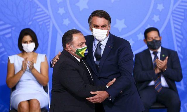 SUS Bolsonaro e Pazuello