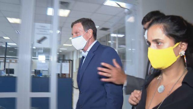 Crivella chega à Cidade da Polícia — Foto: Reprodução