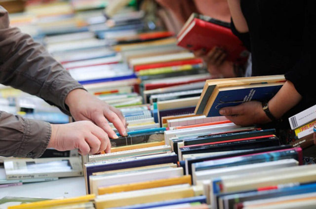 Obras de autores como Paulo Vieira, Chico Buarque, Djamila Ribeiro e Laurentino Gomes estão na lista - Foto: Agência Senado/ Reprodução