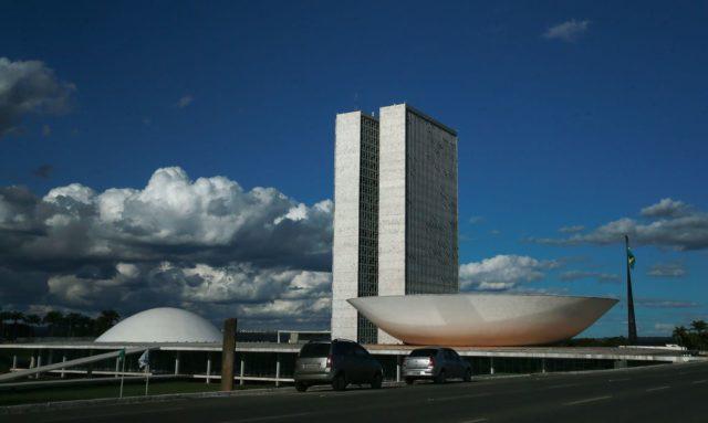 A cúpula menor, voltada para baixo, abriga o Plenário do Senado Federal. A cúpula maior, voltada para cima, abriga o Plenário da Câmara dos Deputados. Foto: Marcello Casal JR/ Agência Brasil