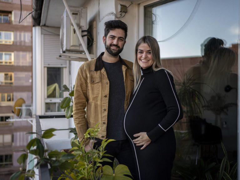 Paloma e Víctor em sua casa em Madri: o casal espera o primeiro filho para este mês de janeiro - Foto: Reprodução