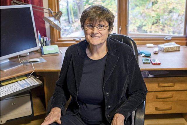 A bioquímica húngara Katalin Karikó passou 40 anos trabalhando na sombra e desenvolvendo avanços-chave para os imunizantes da Moderna e BioNTech - Foto: Reprodução