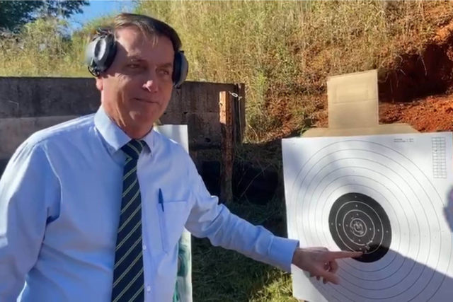 Bolsonaro armas